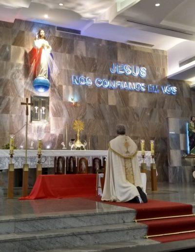 Terço da Misericórdia rezado diante de Jesus Sacramentado, às 15h no Santuário da Divina Misericórdia Rio de Janeiro Brasil padre Krzyszto Sopicki SAC